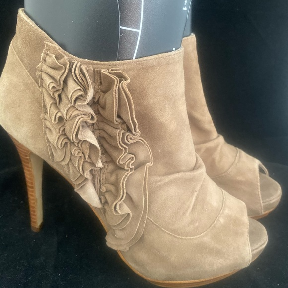 ZIGI girl Shoes - Zigi NY Ruffle Leather Bootie Platform  (8) 2/$40